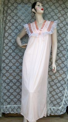 Vintage Ladies Peach Nightgown Danni New York Lingerie Negligee