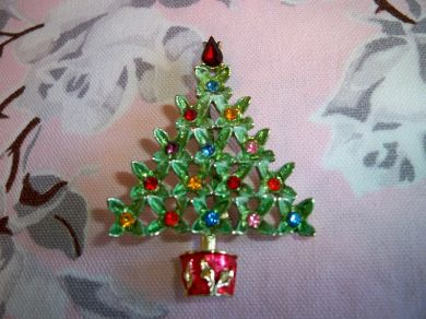 Vintage B.J. Beatrix Rhinestone Christmas Tree Brooch